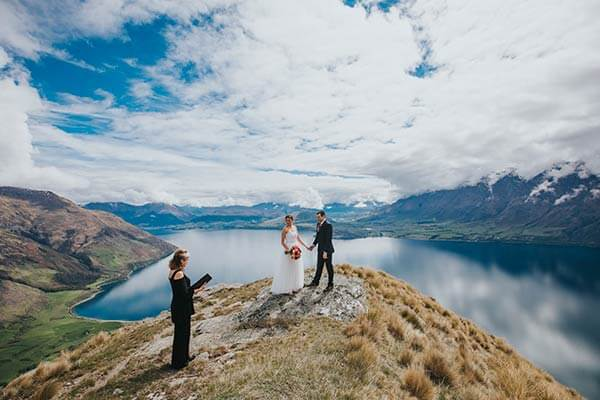 Wedding photo and wedding ceremony on Bayonette Peak Queenstown