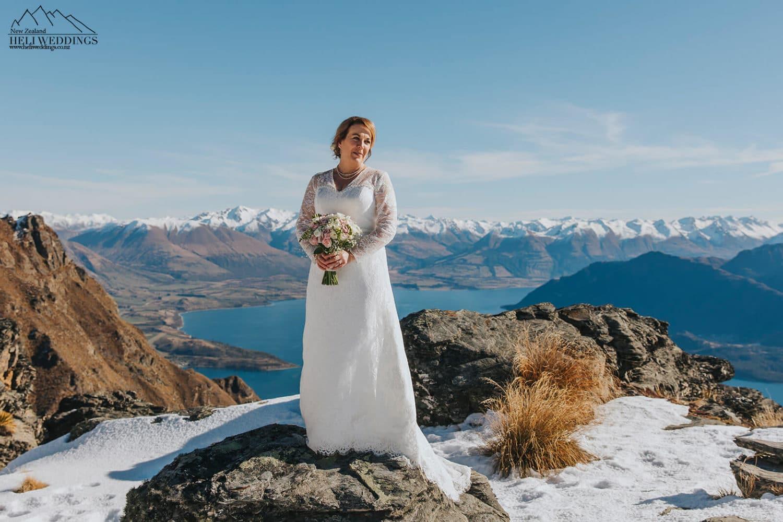 Winter wedding photos in the snow in Queenstown