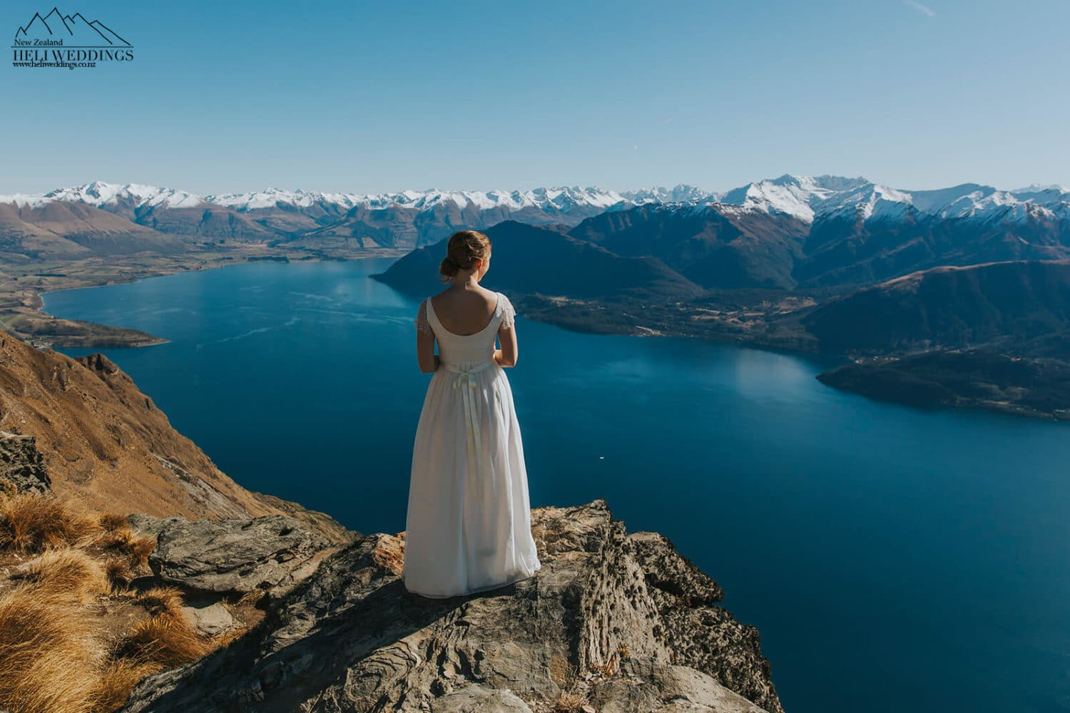 Bride above the lake in Queenstown