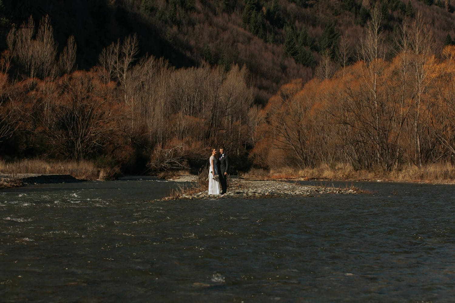 Wedding photos in the river in Arrowtown