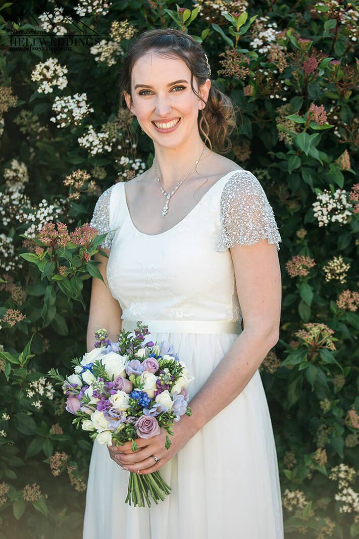bride with flowers at Stoneridge Estate Queenstown