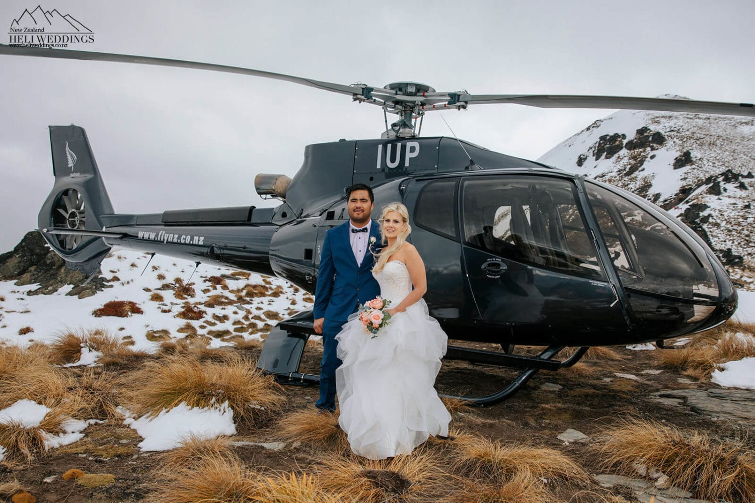 Mountain wedding in the snow above Queenstown