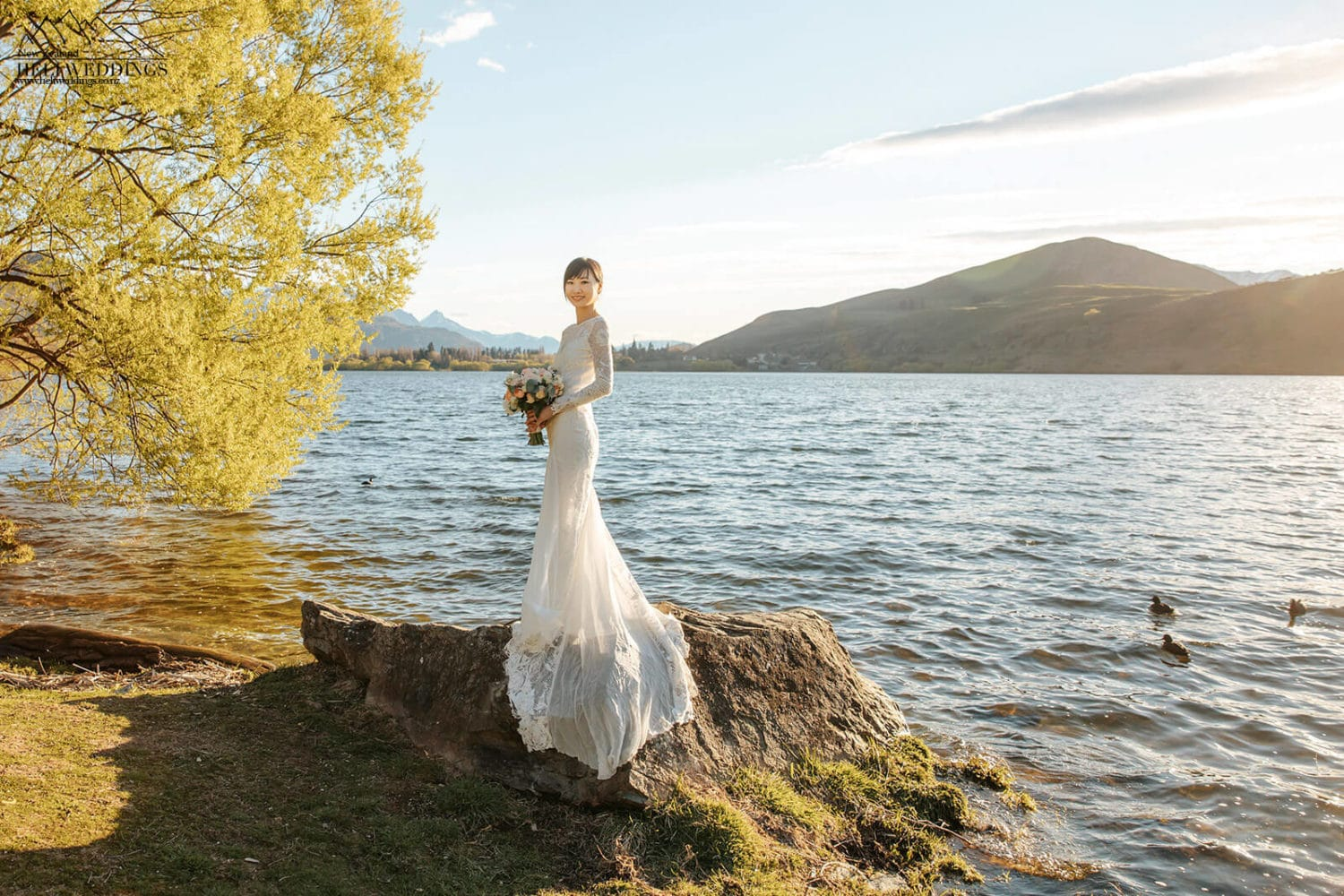 Golden hour wedding photos at Lake Hayes Queenstown