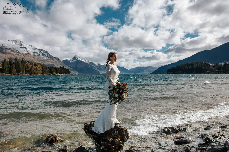 Lakefront wedding photos in Queenstown