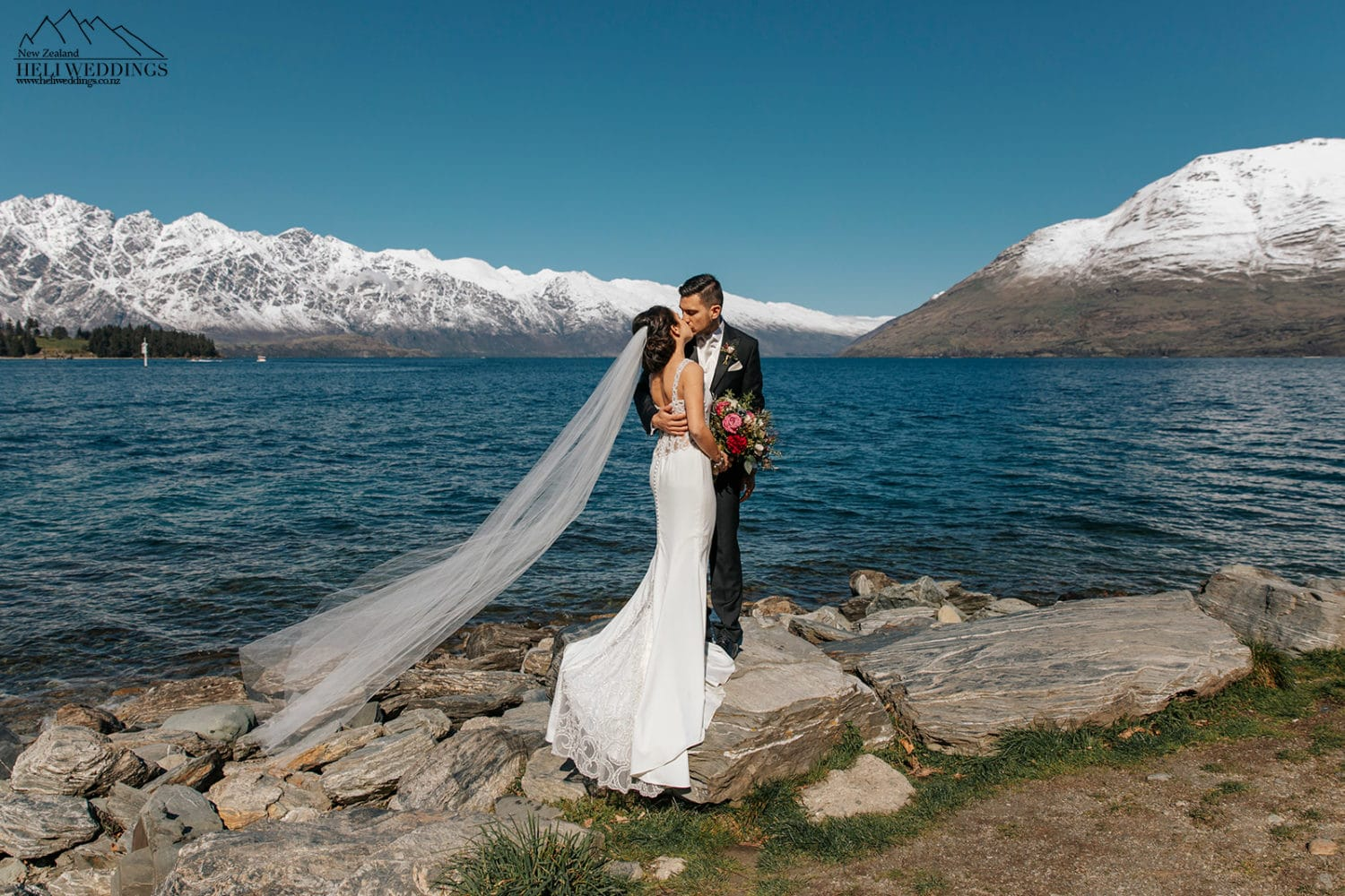 Wedding by the lake in Queenstown