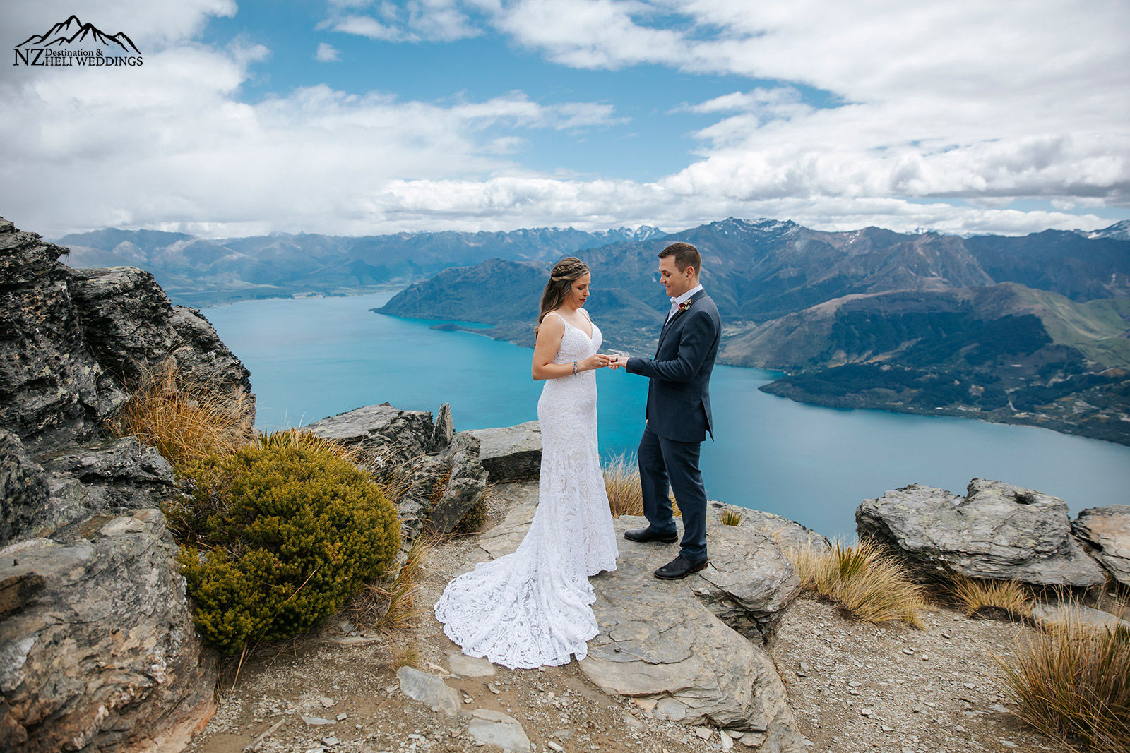 Queenstown Elopement wedding ceremony on the ledge