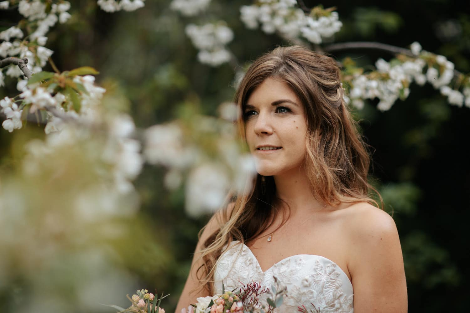 Spring Wedding in Queenstown with blossoms