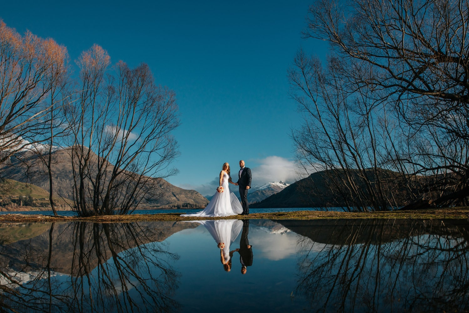 Spring Wedding by the lake in Queenstown
